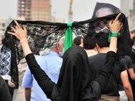 Eine Iranerin auf einer Demonstration in Teheran © dpa - Bildfunk