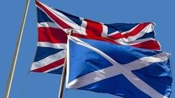 Die schottische Fahne und der Union Jack des Vereinigten Königreichs © imago stock&people