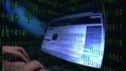 Computer-Bildschirm mit Binärcodes (Montage) © NDR / Zapp