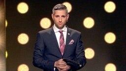 """Zum zweiten Mal bringt Michel Abdollahi das älteste TV-Politmagazin """"Panorama"""" auf die Bühne. © NDR, honorarfrei"""