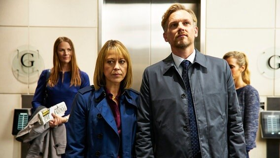 Hannah (Nicola Walker) und Christie (Barry Atsma) © NDR/Sister Pictures Limited