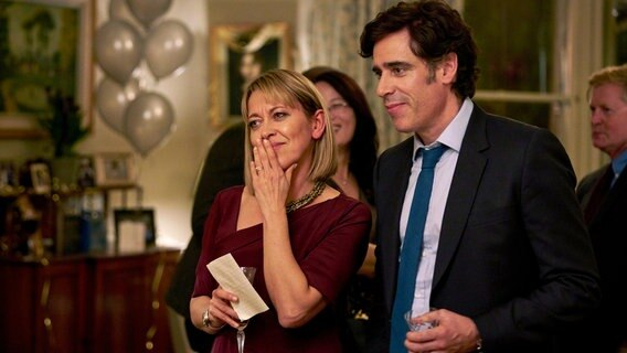 Hannah Stern (Nicola Walker) mit Ehemann Nathan (Stephen Mangan) © NDR/Sister Pictures Limited