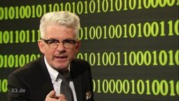 Heinz Strunk als Cyberabwehr-Experte.
