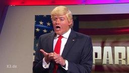 Ein Schaupieler spielt Donald Trump