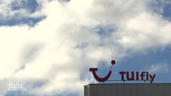 Anspruch auf Entschädigung? | Kunden klagen nach Tuifly-Flugausfällen