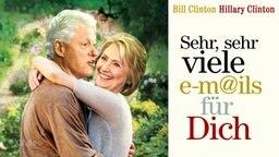 Ein Filmposter mit Hillary und Bill Clinton.
