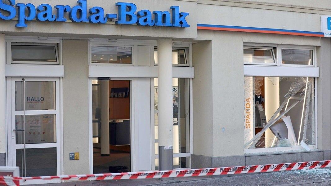 Güstrow: Geldautomat gesprengt - Zeugen gesucht