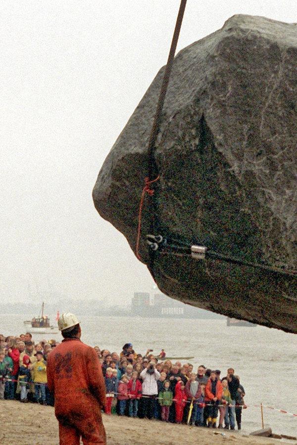 """""""Alter Schwede"""": 217-Tonnen-Findling geht an Land"""