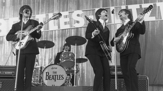 """The Beatles"" in der Ernst-Merck-Halle im Zuge ihrer Bravo-Beatles-Blitz-Tournee © ullstein bild Foto: Photo Ambor"
