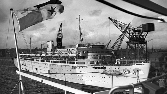 "Das Passagierschiff ""Wilhelm Gustloff"" nach dem Stapellauf in Mai 1937. © picture alliance"