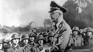 Heinrich Himmler, Reichsführer der SS, spricht zu Soldaten der Waffen-SS. © dpa - Bildarchiv