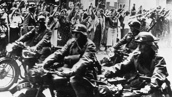 German troops occupy the Polish city of Poznan in September 1939.  © picture-alliance / akg-images