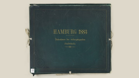 "Das Mappenwerk ""Hamburg 1883. Aufnahmen der niederzulegenden Stadttheile"" mit Fotos von Georg Koppmann © Creative Commons Lizenz BY-SA 4.0 Foto: Georg Koppmann"