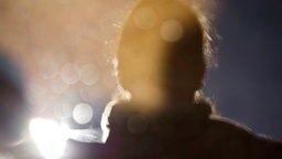 Unscharfe Silhouette einer Frau. © photocase.de Fotograf: glückimwinkl