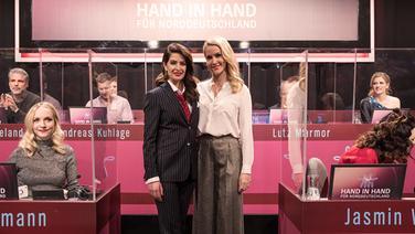 """Judith Rakers und Linda Zervakis  moderieren """"Hand in Hand für Norddeutschland"""" - Der große NDR Spendenabend  Fotograf: Lisa Krechting"""