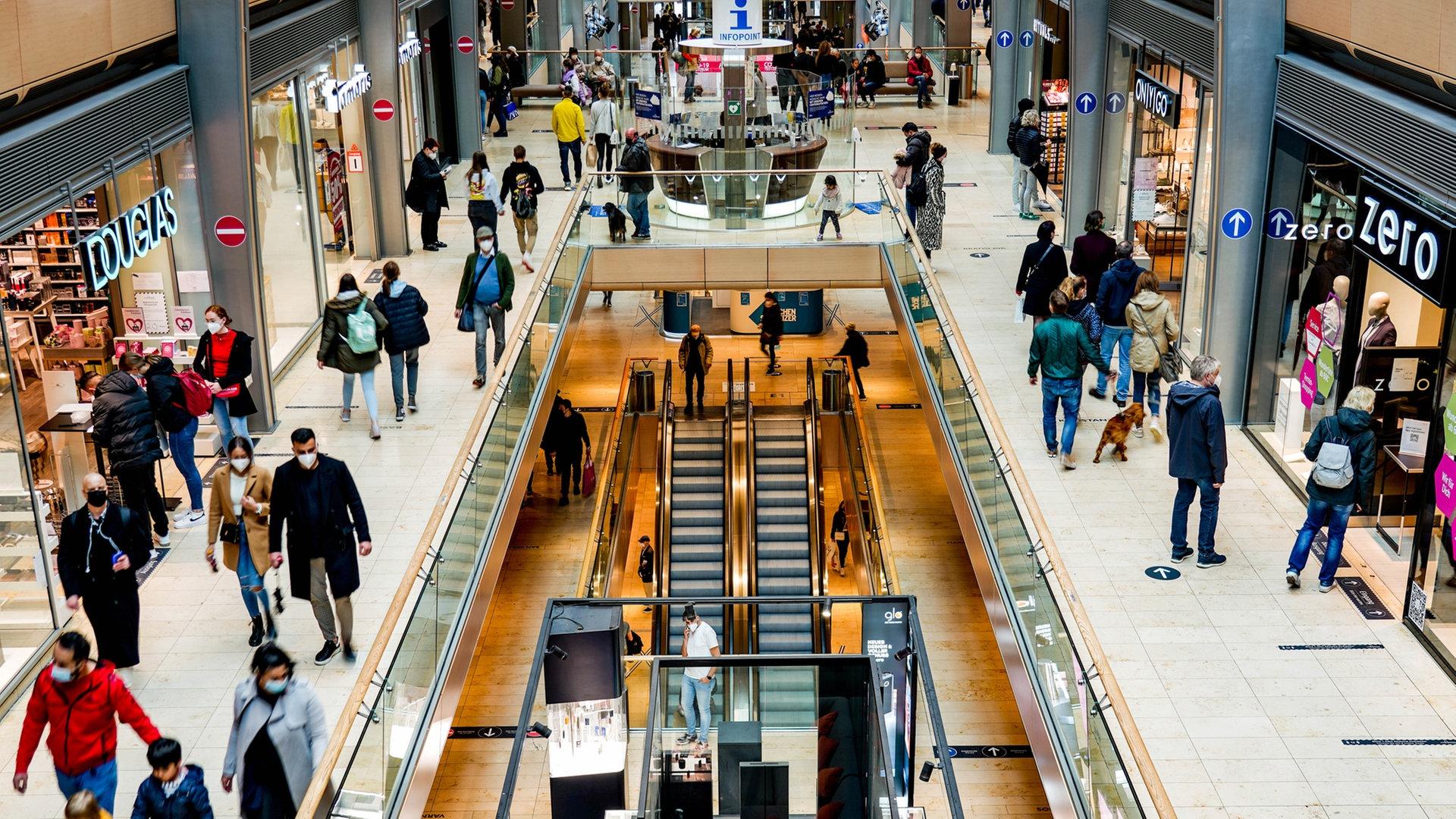 Einzelhandel und Außengastronomie in Hamburg wieder offen   NDR.de ...