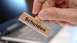 Stempel mit Aufschrift: Schulden © Kautz15 /Fotolia.com Foto: Kautz15