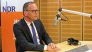 Grant Henrik Tonne (SPD) Niedersachsens Kultusminister im NDR-Interview. © NDR Foto: Hendrik Millauer