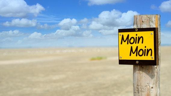 """Schild mit der Aufschrift """"Moin Moin"""" © fotolia Foto: VRD"""