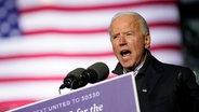 Joe Biden spricht auf einer Wahlveranstaltung. © picture allliance / dpa Foto: Andrew Harnik