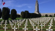 Mahnmal mit Totenhalle in Verdun © pa picture-alliance