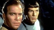 Star Trek: William Shatner als Captain Kirk und Leonard Nimoy als Mr. Spock. © dpa picture alliance
