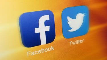 Das Logo von Twitter und Facebook auf gelbem Hintergrund © NDR