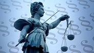 Justitia vor Paragrafen. © imago Foto: Ralph Peters, imago/CTK Photo