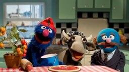 Grobi und der Blaue backen Pizza © NDR/Sesame Workshop Foto: NDR