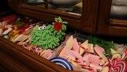 Folge 23. Zuckerschloss: Mop in der Süßigkeitenschublade © NDR Foto: Screenshot