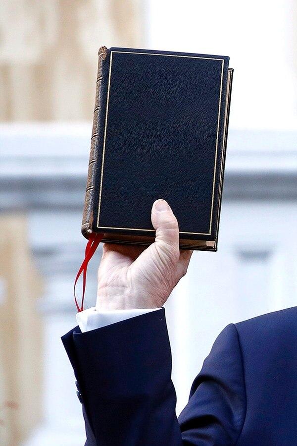 Trump Mit Bibel