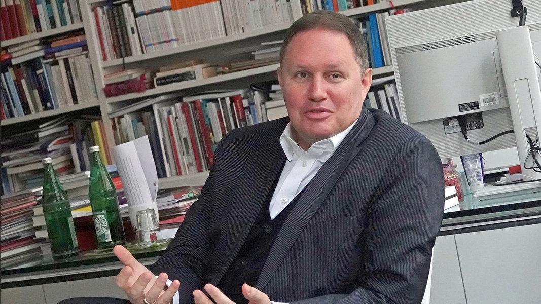 Hamburgs Kultursenator Carsten Brosda im Gespräch