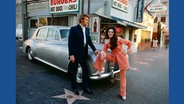 Glen Campbell and Bobbie Gentry in front of Nick's Burgers on 1720 Vine Street © Capitol Photo Archives / Taschen Verlag