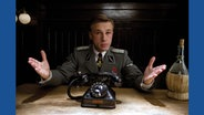 Landa (Christoph Waltz) will einen Deal mit den Basterds aushandeln. © Alamy/Moviestore Collection/Knesebeck Verlag