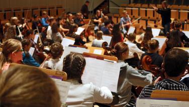 100 Cellisten bei den Hamburger Cellotage im Rolf-Liebermann-Studio des NDR © NDR Fotograf: Claudio Campagna