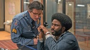 "Szene mit John David Washington (rechts) als Polizist im Film ""Blackkklansman"" von Spike Lee ©  2018 FOCUS FEATURES"