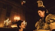 "Die englische Königin Anne (Olivia Coleman) mit ihrer Beraterin Sarah, Herzogin Mrs. Marlborough (Rachel Weisz) im Film ""The Favourite"" von Yorgos Lanthimos © 2018 Twentieth Century Fox"