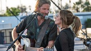 "Filmszene mit Bradley Cooper und Lady Gaga aus ""A Star Is Born"" ©  WARNER BROS. ENTERTAINMENT INC Fotograf: Neal Preston"
