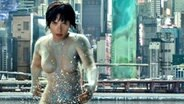 "Szene aus dem Film ""Ghost In The Shell"" mit Scarlett Johansson © 2016 Warner Bros. Entertainment"