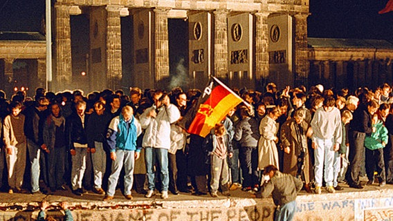 Der 9. November 1989 in Berlin am Brandenburger Tor. © ullstein bild