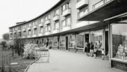 Ladenzeile der Gartenstadt Farmsen in Hamburg 1962. © Hamburger Architekturarchiv