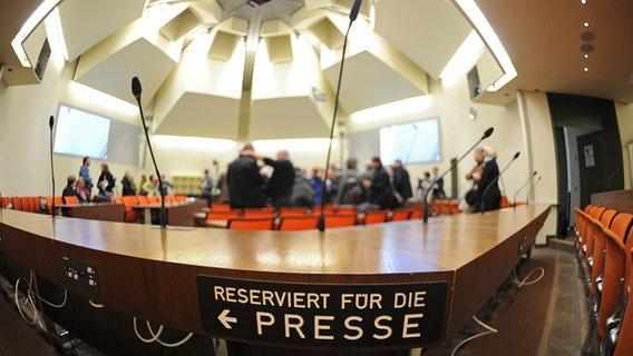 Saal 101: ARD-Dokumentarhörspiel über den NSU-Prozess | NDR.de - Kultur -  Hörspiele