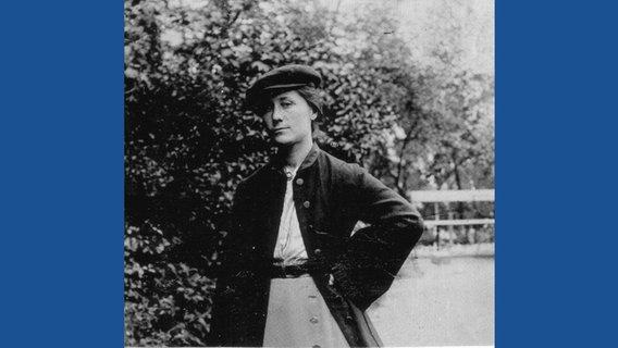 die kunstlerin und designerin gertrud kleinhempel gehorte zu den ersten frauen die ab 1898 in den deutschen werkstatten hellerau mobel entwarf