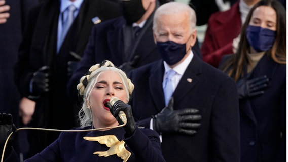 Lady Gaga singt bei der Amtseinführung von Joe Biden © picture alliance / ASSOCIATED PRESS | Andrew Harnik Foto: Andrew Harnik