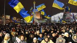 Pro-europäische Demonstranten protestieren auf dem Maidan-Platz in Kiew.  ©  picture alliance/APA/picturedesk.com Fotograf:  Helmut Fohringer