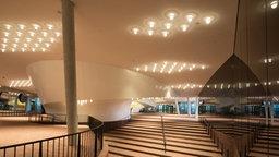 Der Aufgang zur Freifläche der Plaza in der Elbphilharmonie in Hamburg. © dpa-Bildfunk Foto: Christian Charisius, dpa