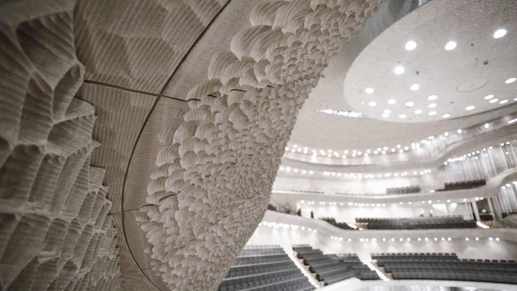 elbphilharmonie die akustik und die wei e haut. Black Bedroom Furniture Sets. Home Design Ideas