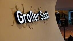 """Ein Schriftzug """"Großer Saal"""" in der Elbphilharmonie © Christian Spielmann / NDR Foto: Christian Spielmann"""