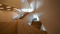 Der Aufgang zu den Foyers in der Elbphilharmonie © Christian Spielmann / NDR Foto: Christian Spielmann