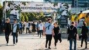 Besucher des Reeperbahn Festivals auf dem Festival Village © Reeperbahn Festival/Dario Dumancic Foto: Dario Dumancic
